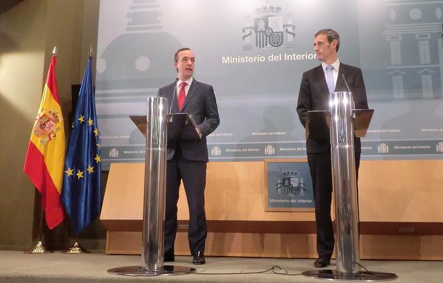 Rob Wainwright (Derecha), director de Europol, con el Secretario de Estado de Seguridad español (Esquerra)