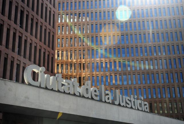 Los procuradores de barcelona reclaman poder presentar sus for Oficina seguridad social barcelona