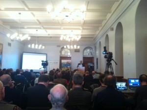 Acto en el que se celebró el debate, Londres