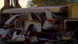 La caravana reducida a un gran cubo de metal.