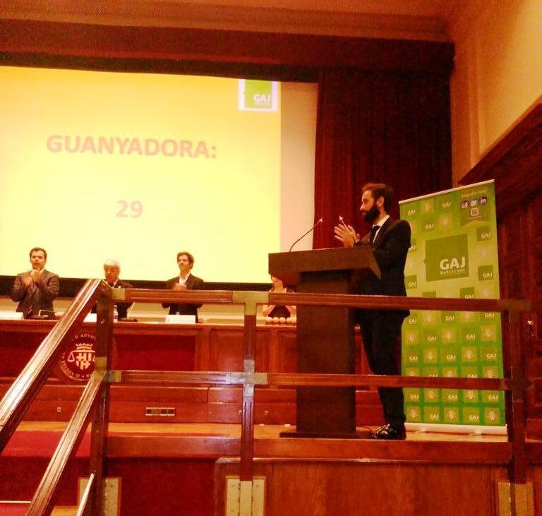 Pol Olivet, presentador de una de las categorías de los Premios Naranja y Limón. Fotografía: GAJ Barcelona