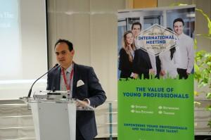 """Yassine Younsi en el evento """"The Value of Young Professionals"""" que tuvo lugar en el ICAB."""