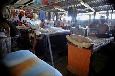 """Foto extraída de artículo de prensa del 2015 titulado """"Hacinamiento en cárceles alcanza cifra récord de 51%"""", La Nación (Costa Rica), 11 de marzo del 2015"""