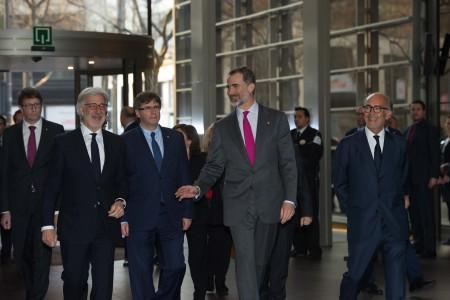 De izquierda a derecha Emilio Cuatrecasas, Carles Puigdemont, S.M. el Rey y Rafael Fontana.