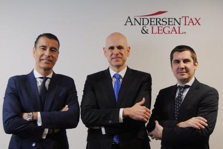De izq. a derecha: Álvaro Gámez, Toni de Weest Prat y José María Rebollo, socios de Andersen Tax & Legal España