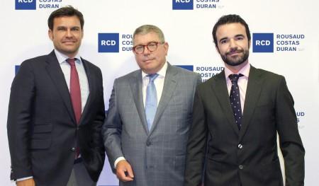 De izquierda a derecha: Borja de Gabriel, Adolf Rousaud (Socio director) y Ricardo Pla.