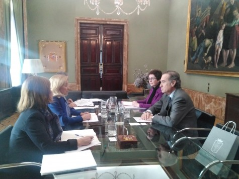 José María Alonso y Begoña Castro se reúnen con Concepción Dancausa en la Delegación del Gobierno.