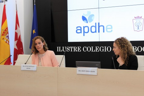 Foto 2_De izquierda a derecha_Esther Montalvá, diputada de la junta de Gobierno del ICAM, y Maite Parejo, vicepresidenta de la  Asociación pro Derechos Humanos de España