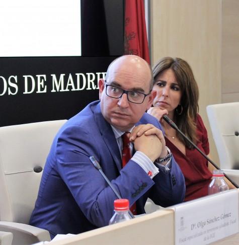 Foto 2_Raúl Ochoa y Ana Terradillos durante la cuarta sesión del Aula de DEbate del ICAM