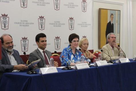 3. José Luis Galán, Juan Gonzalo Ospina, Begoña Castro, Beatriz Monasterio y Juan Luis Ydoate participan en la mesa redonda Hoy y ayer en el ejercicio del derecho de defensa