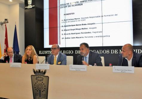 De izquierda a derecha_Enrique Garza, Esther Jaén, Raúl Ochoa, Ricardo Rodríguez y Miguel Ángel Muga durante su intervención en el Aula de Debate del ICAM.