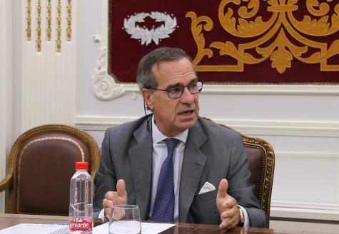 José María Alonso atiende a la prensa en la Sala de Juntas del ICAM