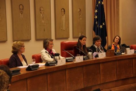 De izq. a dcha. Consuelo Abril, Cristina Akberdi, maría Eugenia Gay, Cristina Almedida y Purificación Gutiérrez