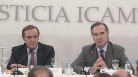 José Ramón Navarro y José María Alonso en la biblioteca del Colegio de Abogados de Madrid