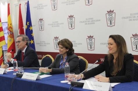 4. José María Alonso, Dolores Delgado y María Eugenia Gay en el acto conmemorativo Abogacía y Constitución