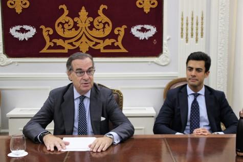 El decano del ICAM, José María Alonso, y el diputado de la Junta de Gobierno Juan Gonzalo Ospina han mantenido hoy un encuentro informativo con la prensa