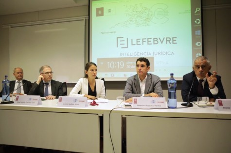 Fotografía: (de izq. a der.) Enrique Rovira del Canto, José María Torres Coll, Ana Nuñez, Ramón Ragués y Jesús M. Silva Sánchez.