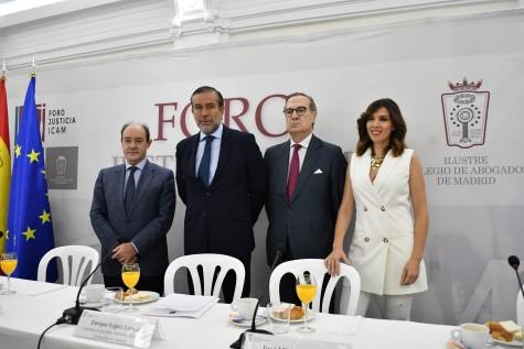 Foto de familia del Foro Justicia Icam celebrado hoy con Celso Rodríguez Padrón, Enrique López, José María Alonso y Verónica Sanz
